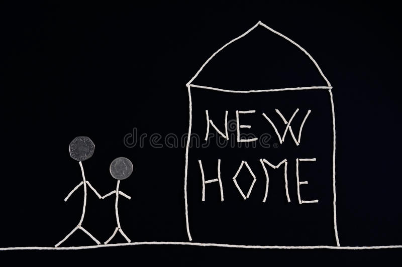 Familie, die neues Haus, ungewöhnliches Konzept genießt vektor abbildung