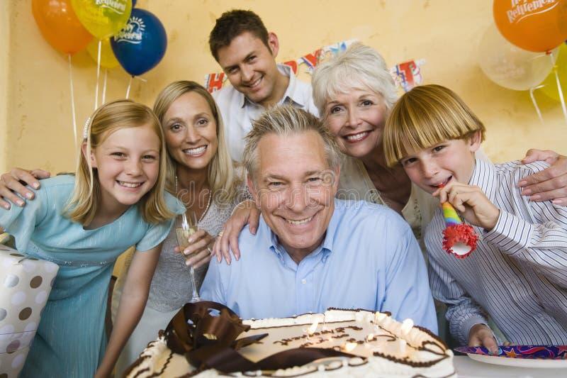 Familie, die Pensionierungsparty feiert lizenzfreies stockfoto