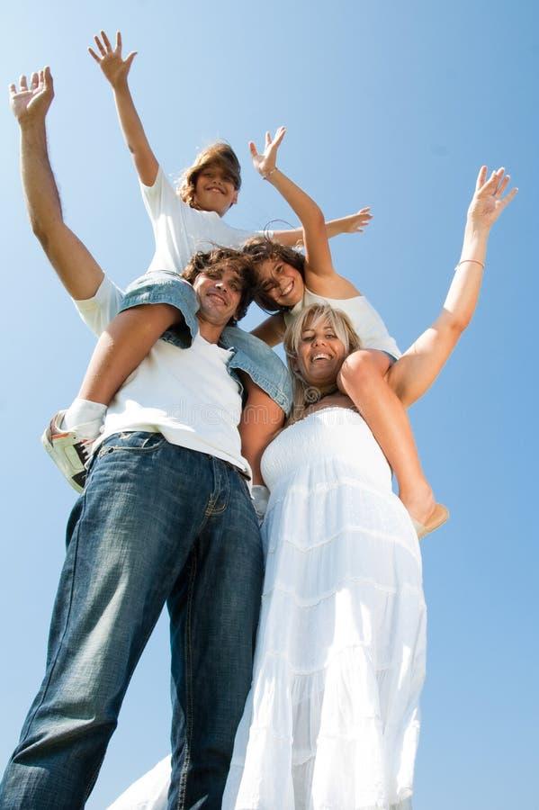 Familie, die Spaß hat lizenzfreie stockfotos