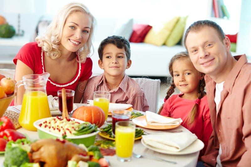 Familie, Die Weihnachtszusammen Zu Abend Isst Stockfoto