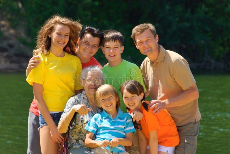 Familie door het meer royalty-vrije stock foto