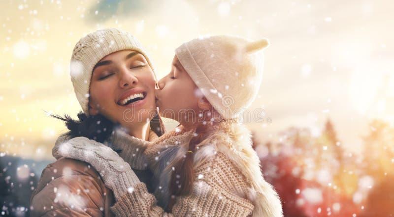 Familie en wintertijd royalty-vrije stock foto