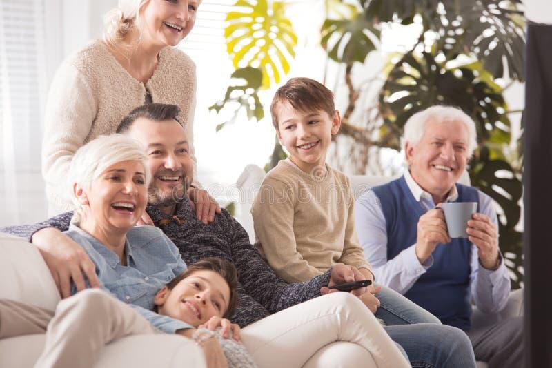 Familie het besteden middag samen royalty-vrije stock fotografie
