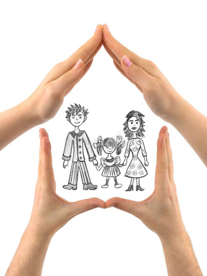 Familie im Haus gebildet von den Händen lizenzfreies stockfoto