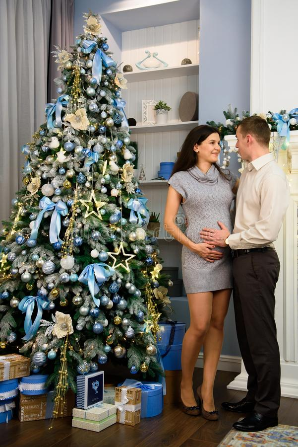 Familie, Kerstmis, Kerstmis, de winter, geluk en mensenconcept royalty-vrije stock foto's