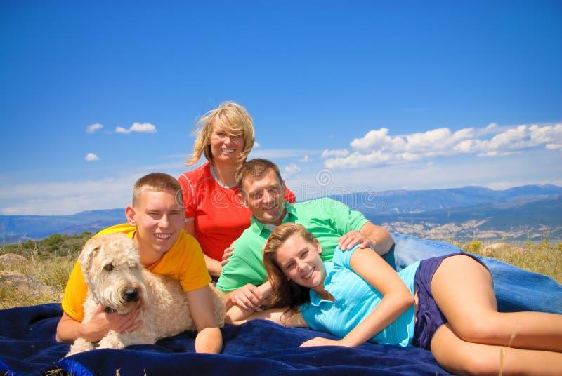 Familie in Kolorado Rockies lizenzfreie stockfotografie