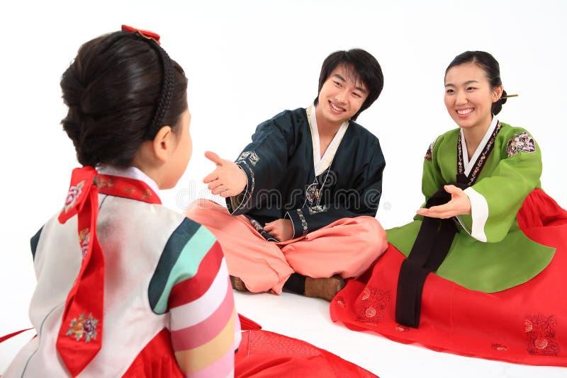 Familie in Koreaanse Kleding royalty-vrije stock foto's