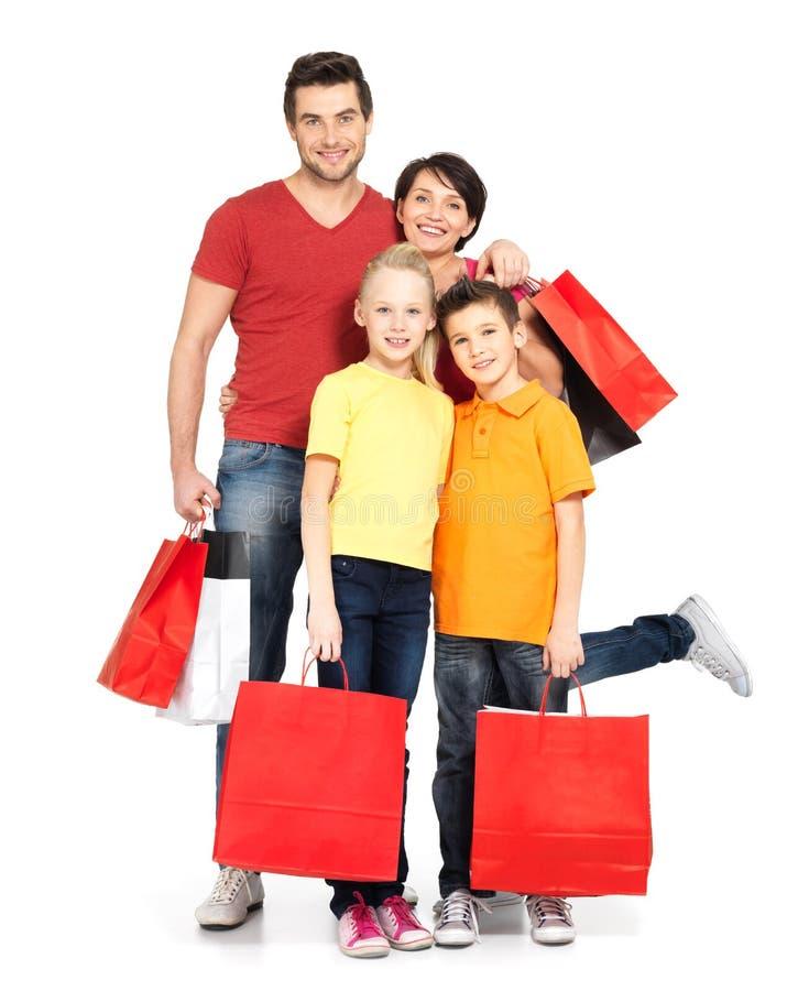 Familie met het winkelen zakken die zich bij studio bevinden royalty-vrije stock foto