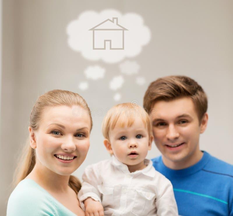 Familie met kind het dromen over huis stock afbeeldingen