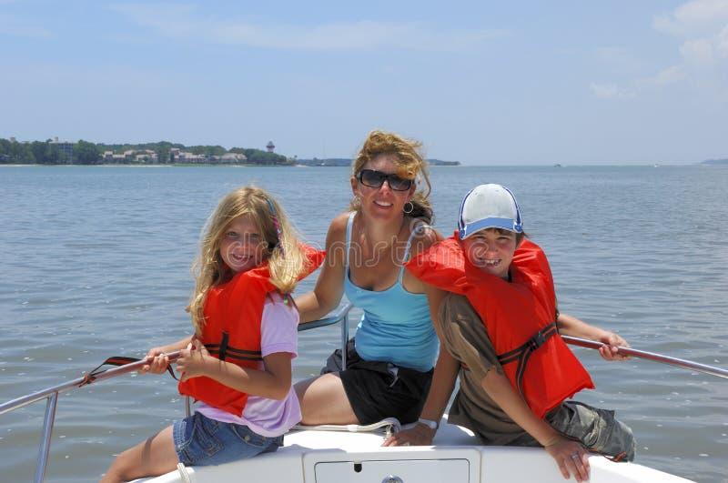 Familie op boot royalty-vrije stock foto
