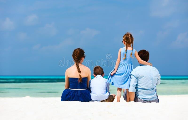 Familie op de zomervakantie royalty-vrije stock foto's