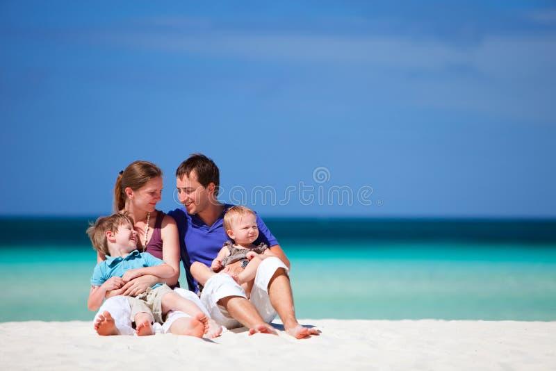 Familie op vakantie stock fotografie