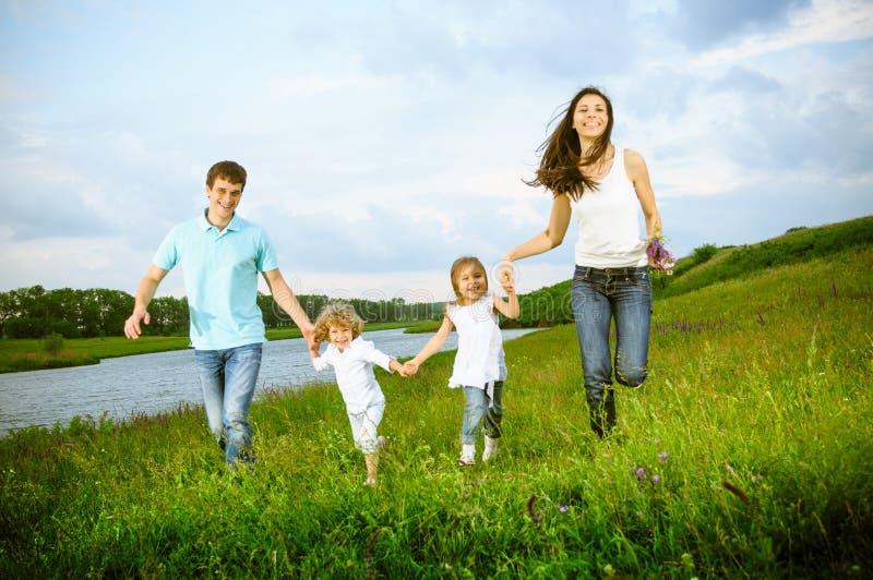 Familie in openlucht stock afbeeldingen