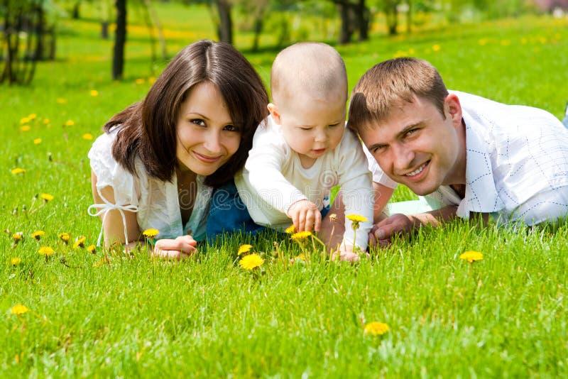 Familie in park royalty-vrije stock fotografie