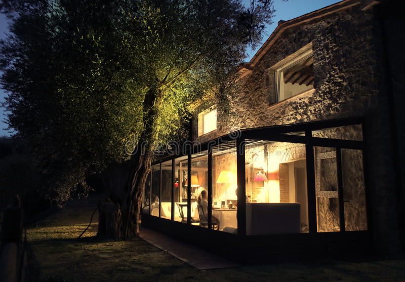 Familie 's nachts huis royalty-vrije stock foto