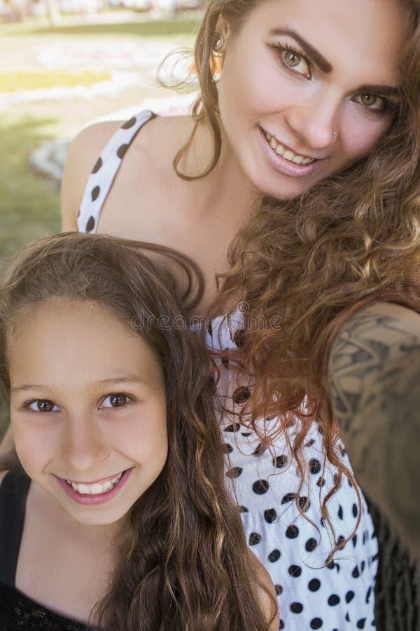 Familie selfie Positiver Lebensstil lizenzfreie stockbilder