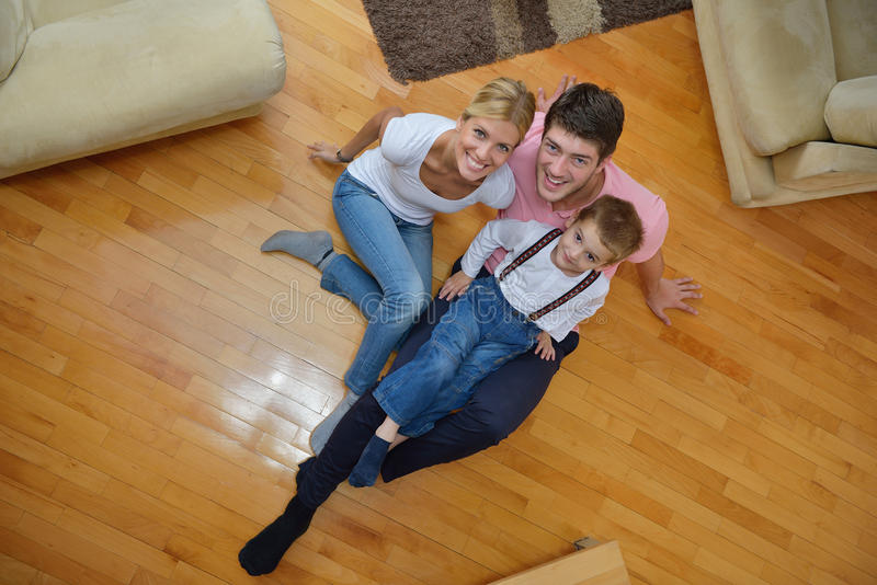 Familie thuis stock foto