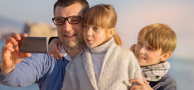 Familie, toerisme, vakantieconcept royalty-vrije stock foto's