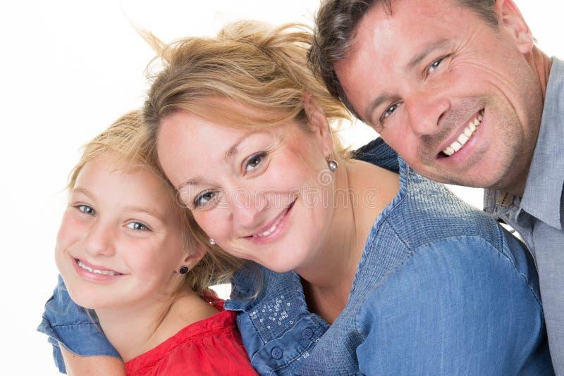 _familie van drie plakken aan elkaar en glimlachen stock afbeelding