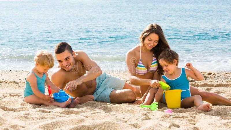 Familie van Vier bij het Strand royalty-vrije stock foto's