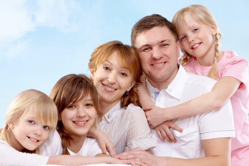 Familie von fünf lizenzfreie stockfotos