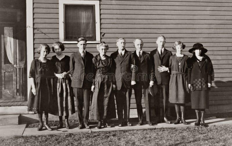 Familie von neun lizenzfreie stockbilder