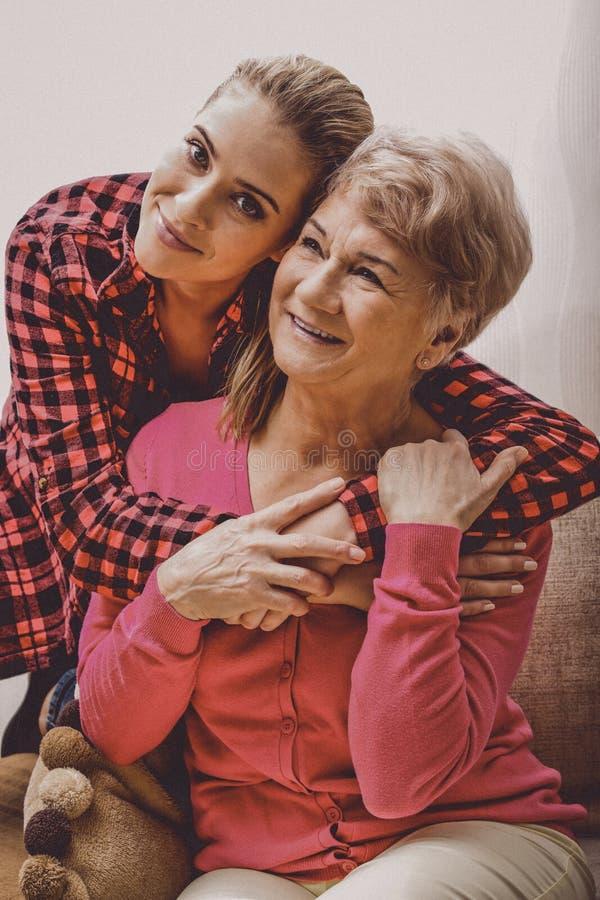 Familiebanden, grootmoeder stock foto