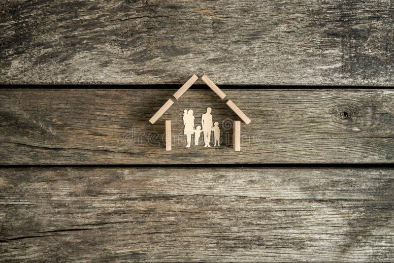Familiehuis, bezit of onroerende goederenconcept stock afbeeldingen
