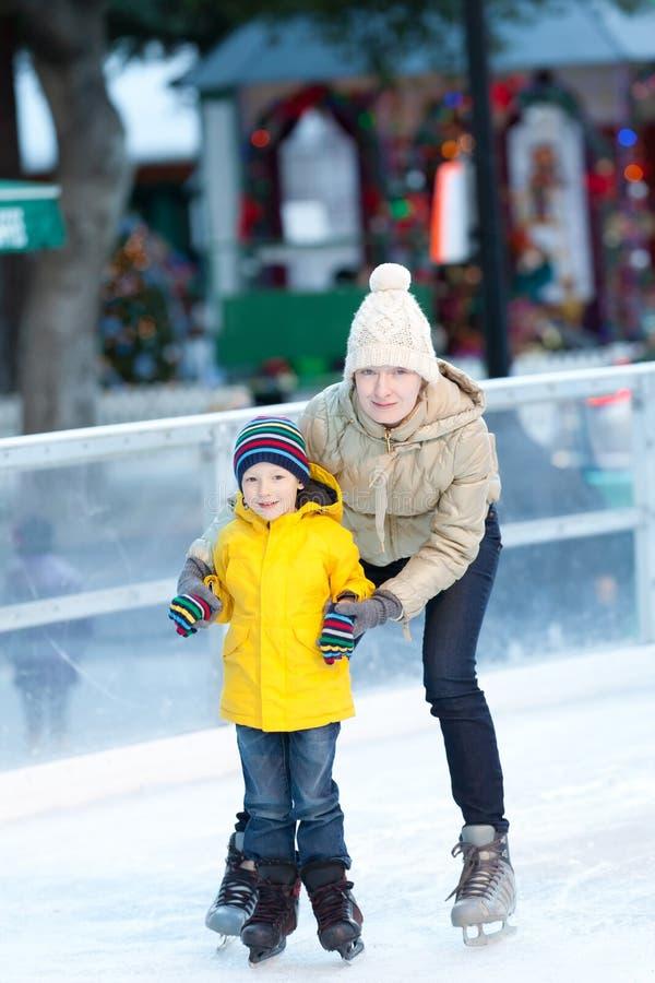 Familieijs het schaatsen royalty-vrije stock foto's