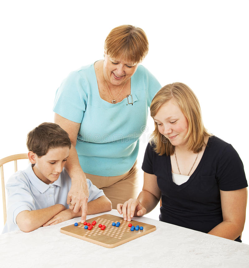 Familien-Brettspiel - Mamma-Hilfen lizenzfreies stockbild