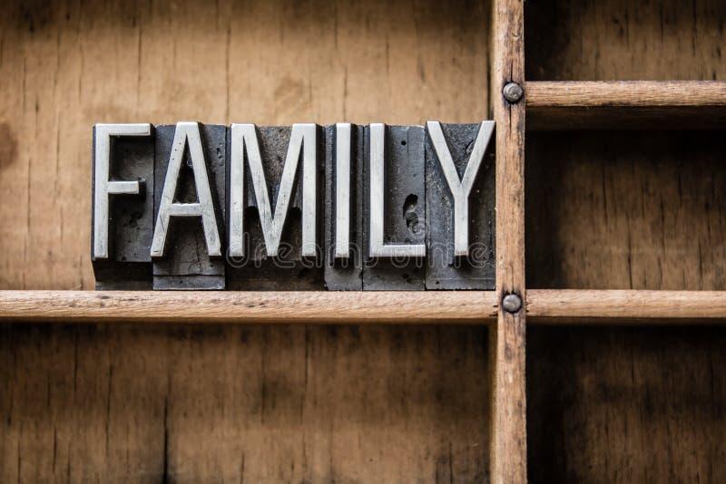 Familien-Briefbeschwerer tippen Fach ein stockfoto