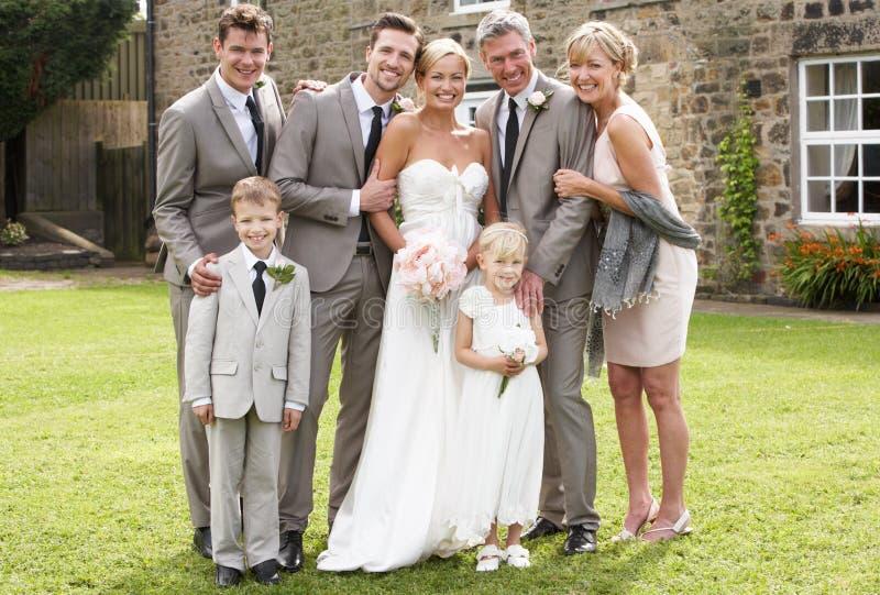 Familien-Gruppe an der Hochzeit stockfoto