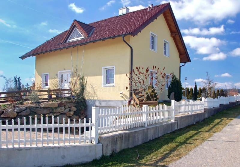 Familien-Haus in Österreich stockbilder
