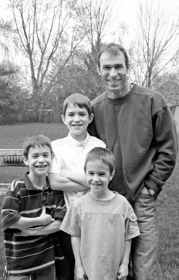 Familien-Lachen lizenzfreie stockfotografie