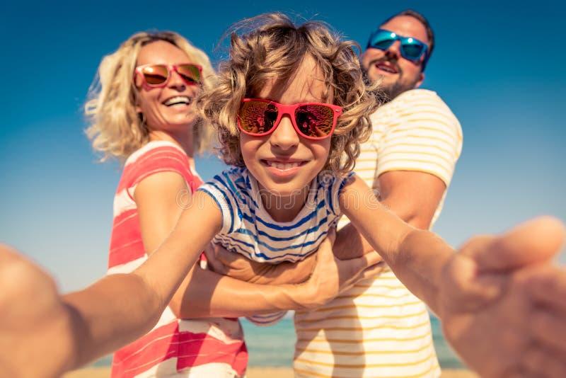 Familien-Sommer-Ferien-Strand-Meer stockfoto