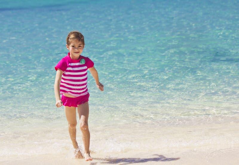 Familien-Strand-Ferien lizenzfreie stockbilder