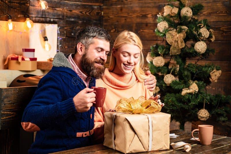 Familien-Weihnachtskonzept Gesichtsausdrücke der positiven Gefühle Familienweihnachten glücklich Lustiges Konzept des neuen Jahre lizenzfreies stockbild