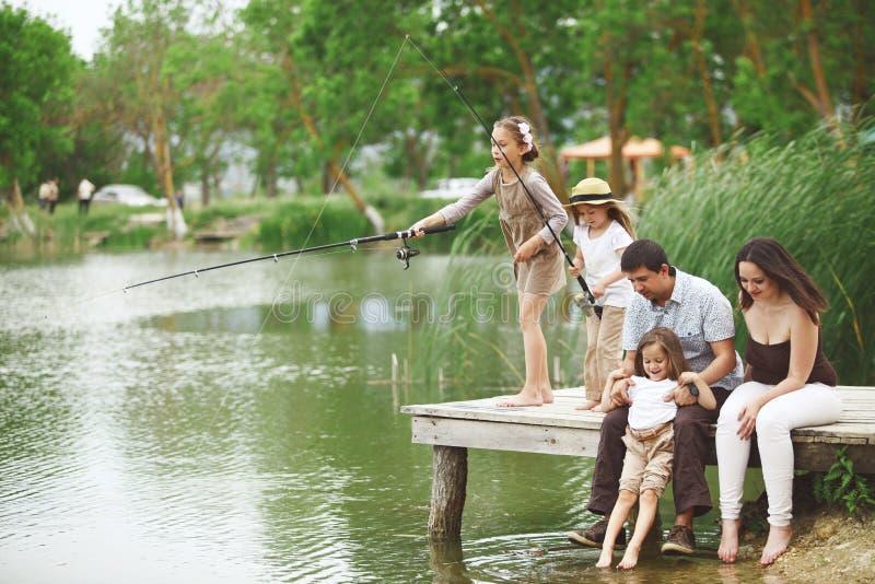 Familienfischen lizenzfreie stockfotos