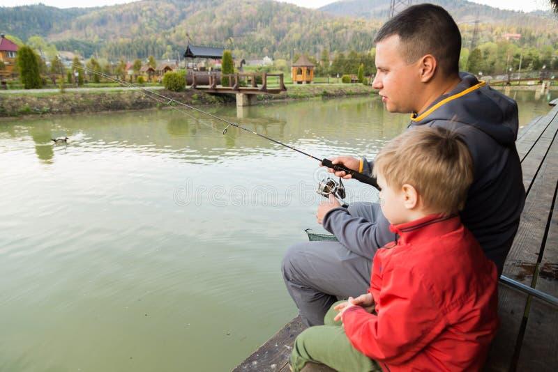 Familienfischen stockfotografie