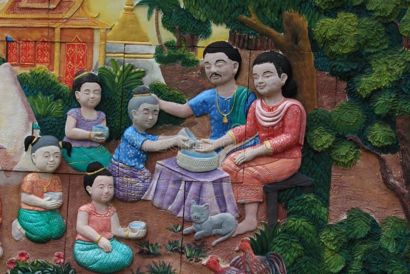 Familienfoto Songkran-Festival auf der Wand der Tempel Stadt von Bangkok, Thailand lizenzfreie stockfotos