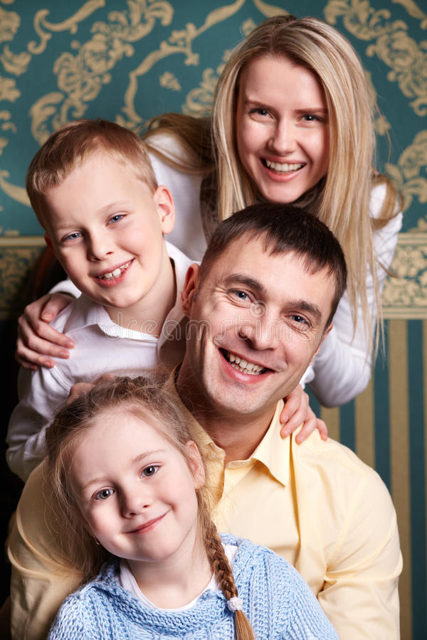 Familienfreude lizenzfreies stockfoto