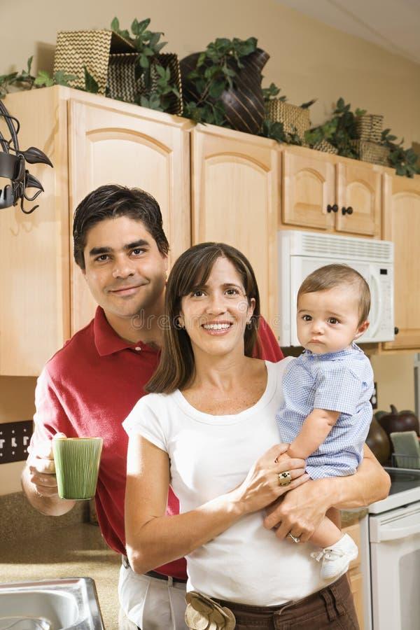 Familienkücheportrait. stockfoto