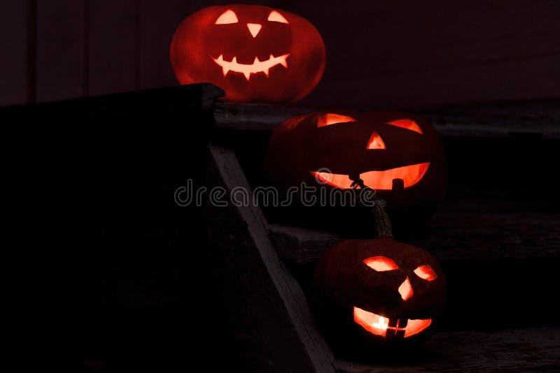 Familienkürbise Konzept für Halloween Laternenkopf Jacks O stockfotografie