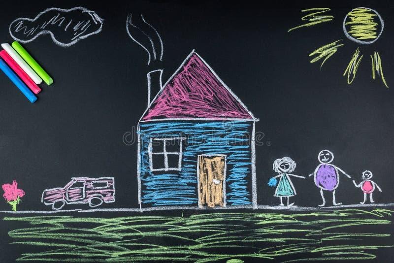 Familienkreide auf dem Brett lizenzfreie abbildung