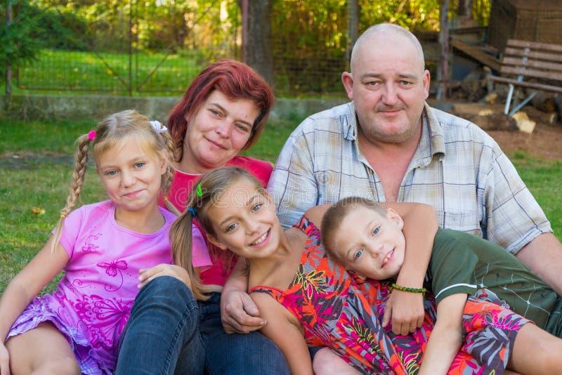 Familienliebe für Kinder lizenzfreies stockbild