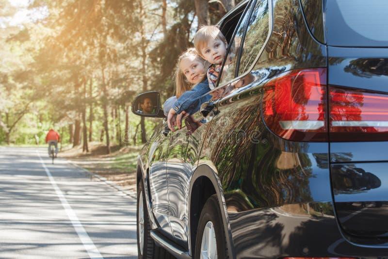 Download Familienreise Der Reise Mit Dem Auto Machen Zusammen Urlaub Stockbild - Bild von lebensstil, rückseite: 96930039
