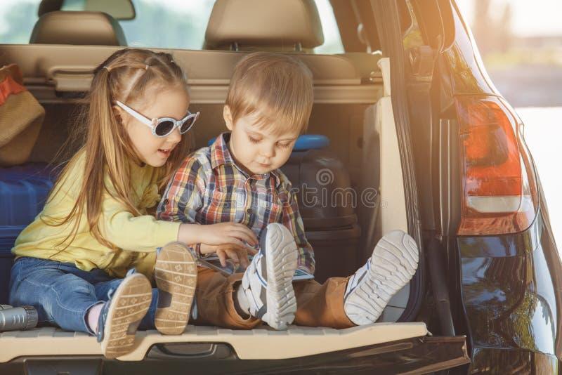 Download Familienreise Der Reise Mit Dem Auto Machen Zusammen Urlaub Stockfoto - Bild von bequem, feiertage: 96930194