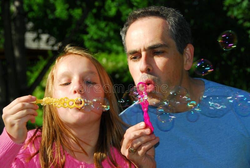 Familiensommerluftblasen stockbilder