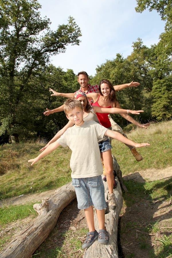 Familienspaßzeiten lizenzfreie stockfotografie