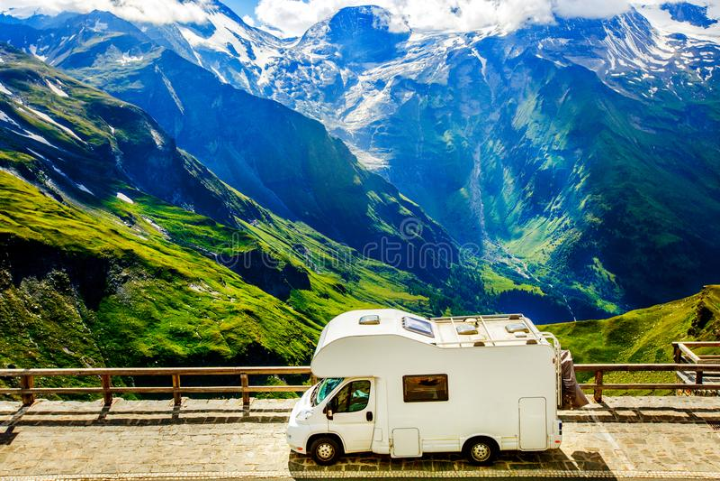 Familienurlaubreise, Feiertagsreise im motorhome stockfotos